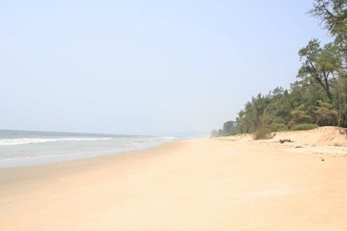 Paradise beach... 2,5 человека на 25 километрах пляжа