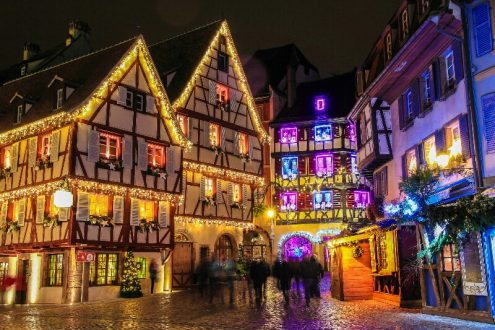 Christmas-time-in-Alsace-Strasbourg-France-iStock_81256119_XLARGE-2-resize-800x533